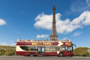 red big bus paris holiday review by kid Bookosmia